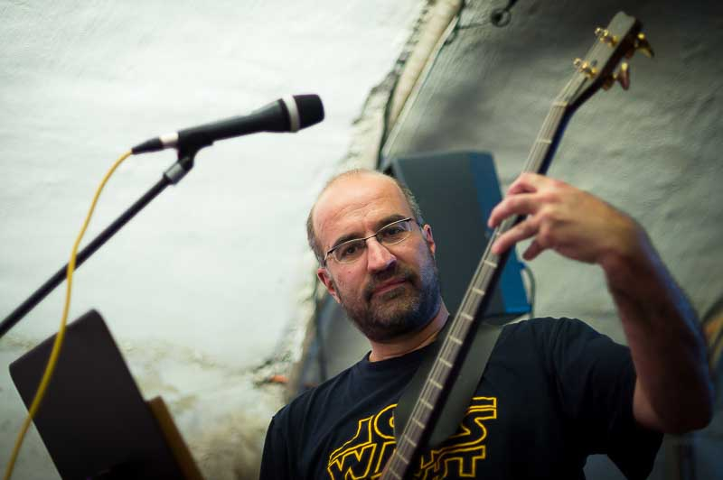 Klaus mit Warwick Bass